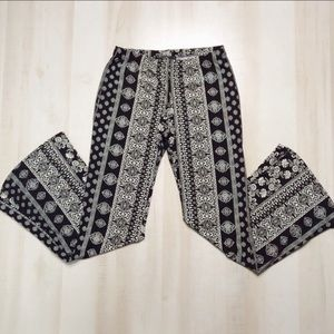 VIBE Flare Printed Pants Large